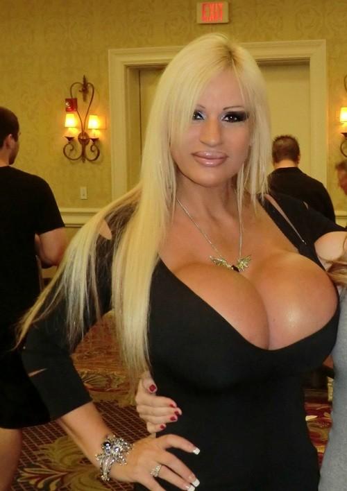 sexy_busty_girl_040