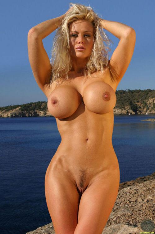 Фото голых девушек с большими сиськами