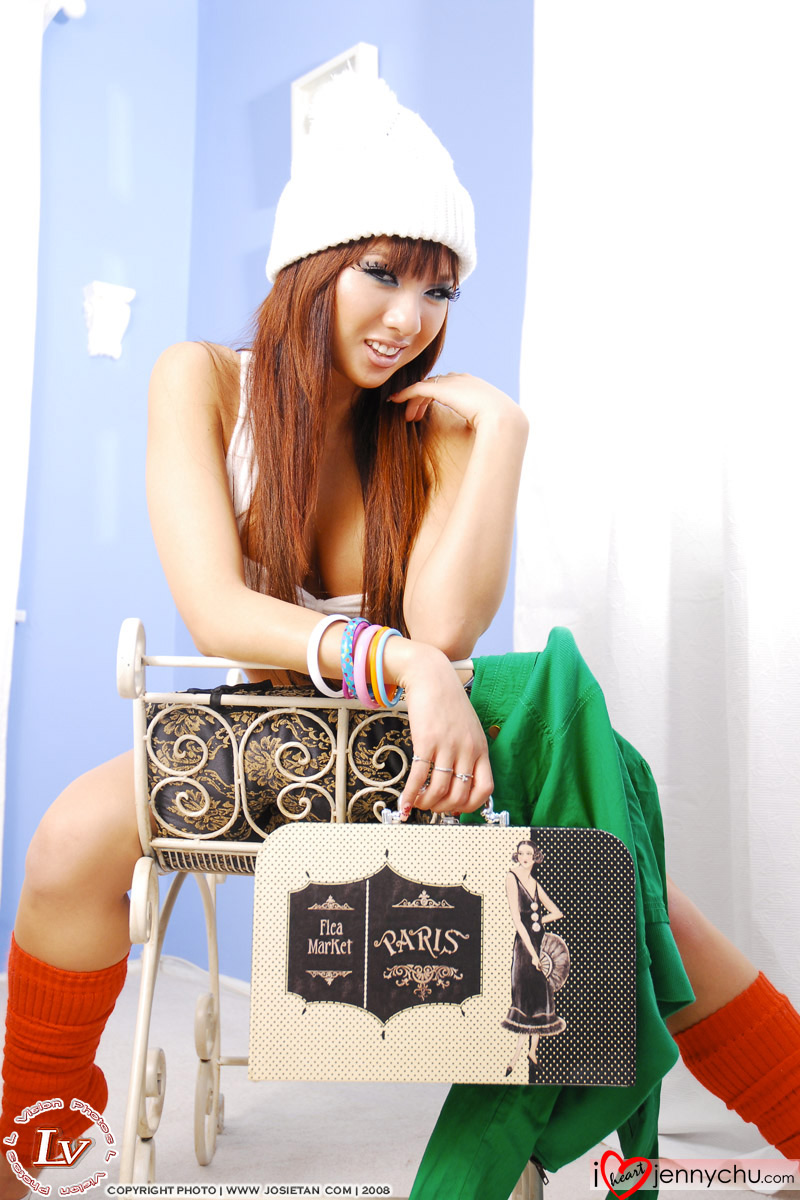 Hot_Jenny_Chu_In_Sexy_Dresses_059
