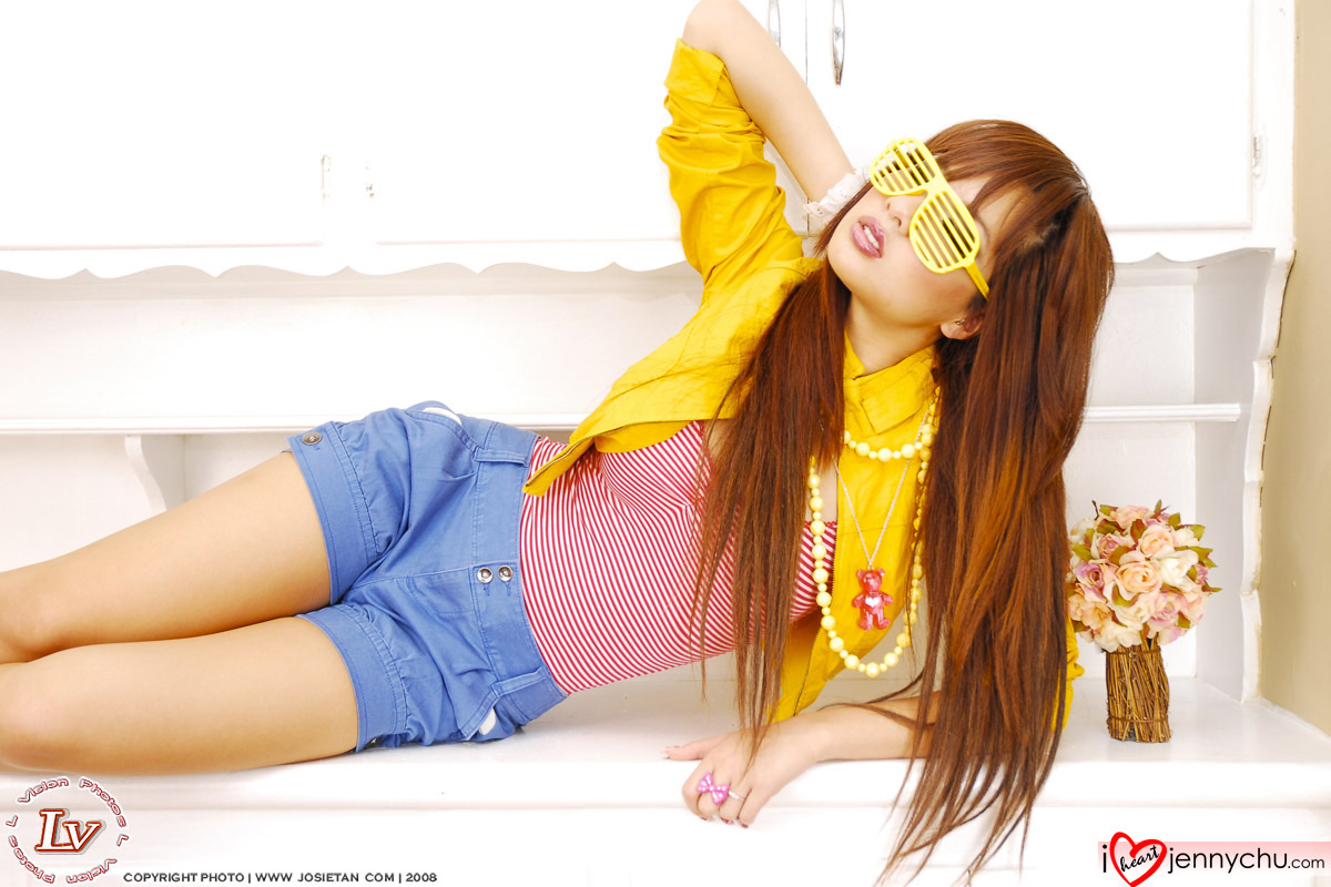 Hot_Jenny_Chu_In_Sexy_Dresses_064